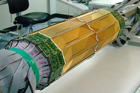 Đường ống nam châm khổng lồ lưu giữ phản vật chất (Ảnh:CBC)